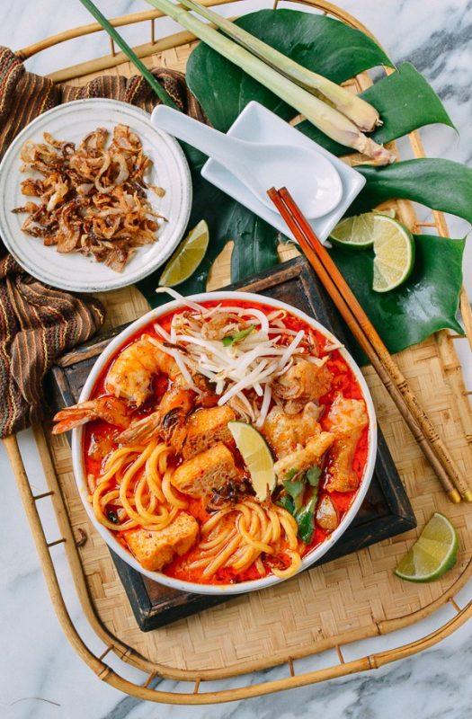 SINGAPORE'S FOOD